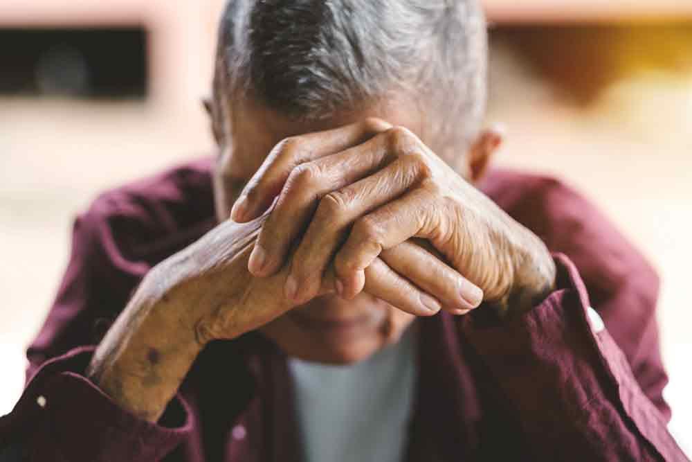 Falsche Fernsehtechniker dringen bei Senior in Wohnung ein - Zeugen gesucht