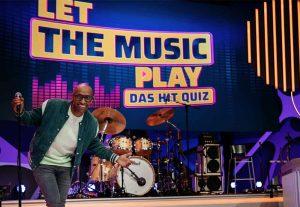 Amiaz Habtu moderiert eine neue Musik-Rateshow in Sat.1. Foto: Sat. 1/Stefan Neumann